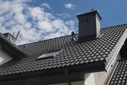 dach pokryty dachówką cementową