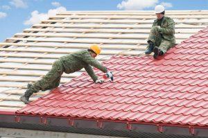 dekarze na dachu